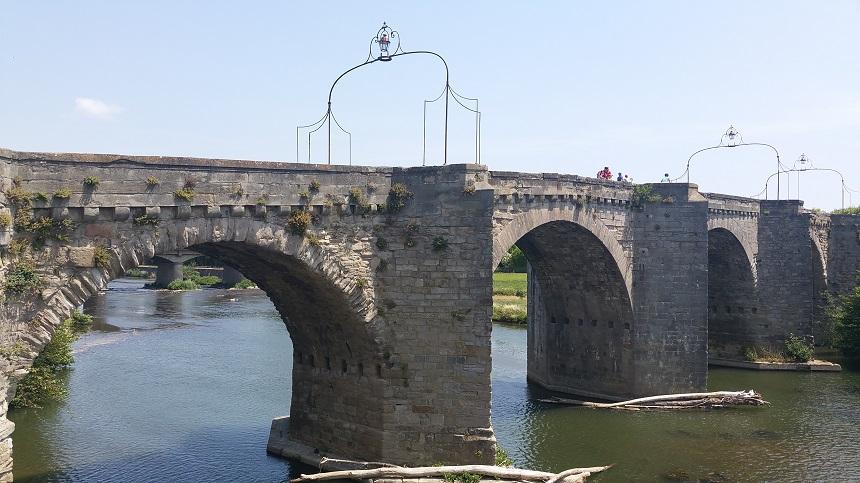 Zicht op de Pont Neuf in Carcassonne