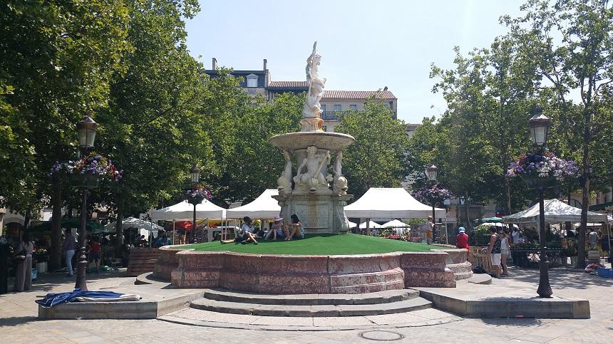 Het centrale marktplein van Carcassonne