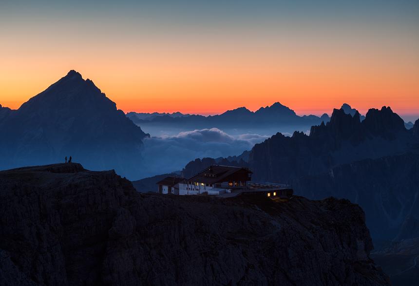 Zonsopgang vanaf de Lagazuoi in de Dolomieten in Italië