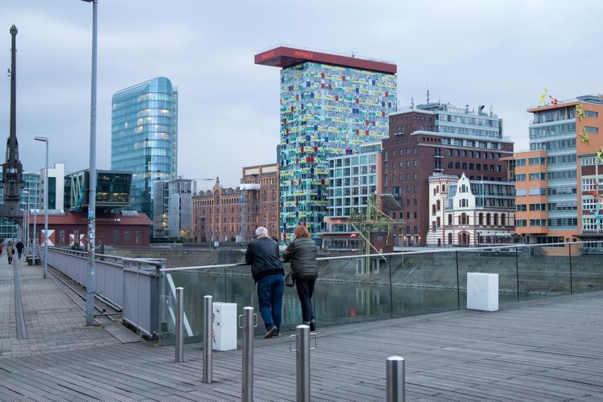 Gekleurde gebouwen in de Medienhafen in Düsseldorf