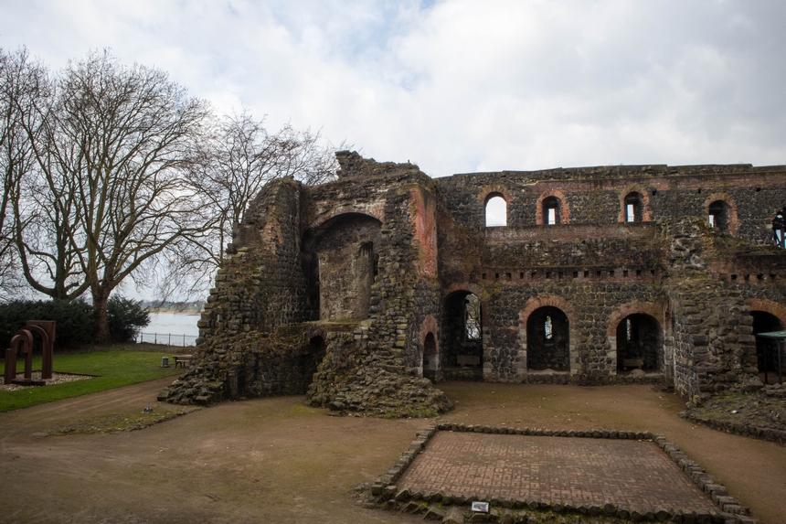 De ruïne van Kaiserspfalz Kaiserswerth