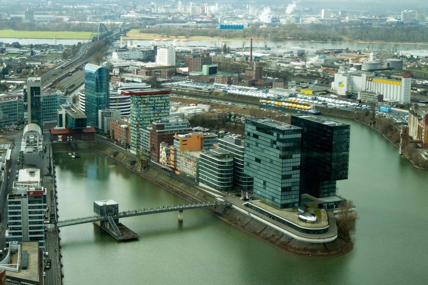Uitzicht vanuit de Rheinturm in Düsseldorf