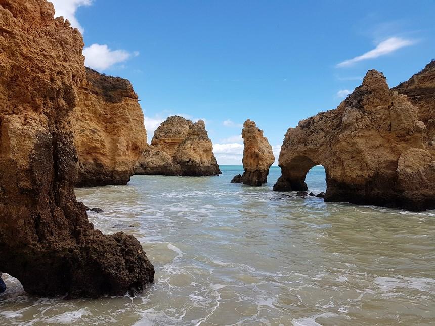 De kliffen van Lagos Ponte da Piedade in de Algarve