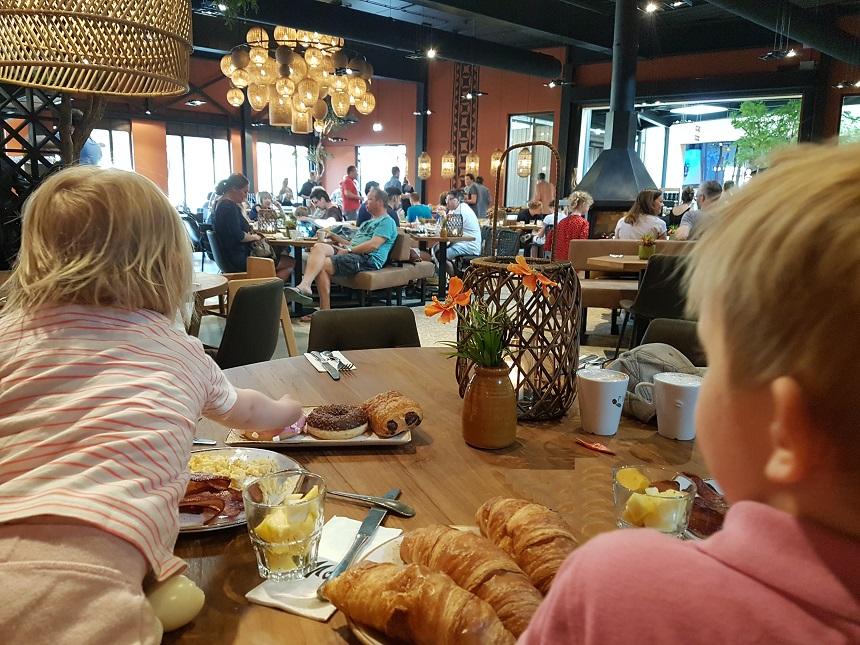 ontbijtbuffet restaurant moto