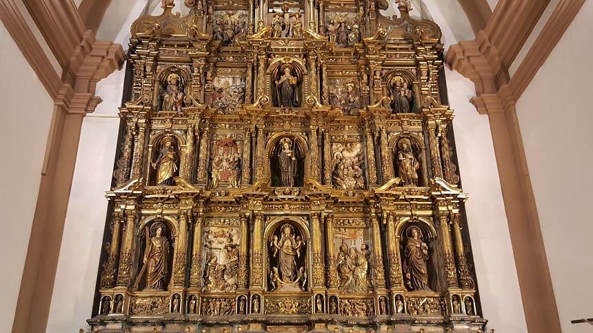 Het altaar van de kerk Parròquia de Santa Maria de la Geltrú in Vilanova