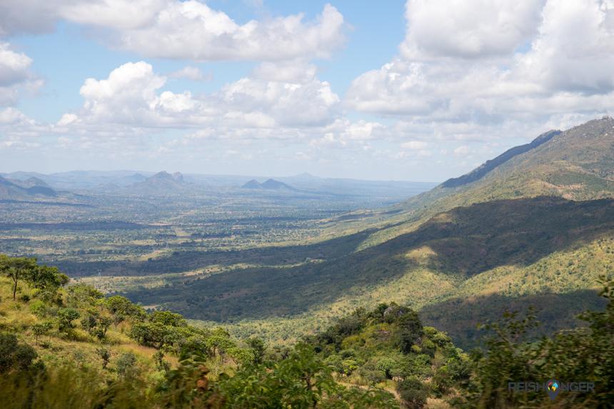 De prachtige Afrikaanse luchten reflecteren op het landschap