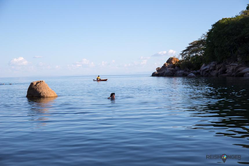 Het water van Lake Malawi is helder en verrassend schoon
