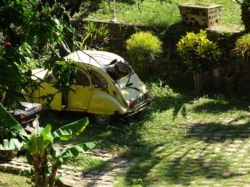 De oude 2CV's en Renaults-4 herinneren de oudere westerse toerist nog wel aan de Franse tijd in de jaren '60.