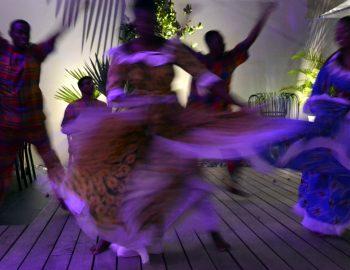 Help Sint Maarten: ga op vakantie
