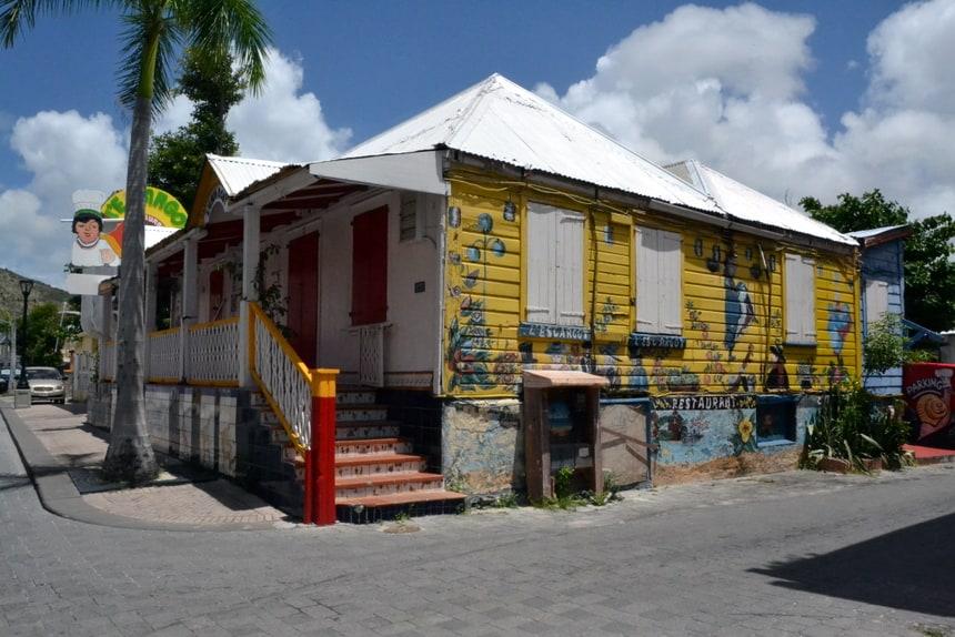 Herbouwen van gebouwen op Sint Maarten