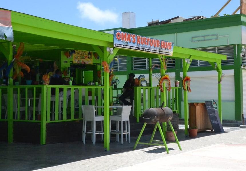 Nederlandstalige bordjes op Sint Maarten