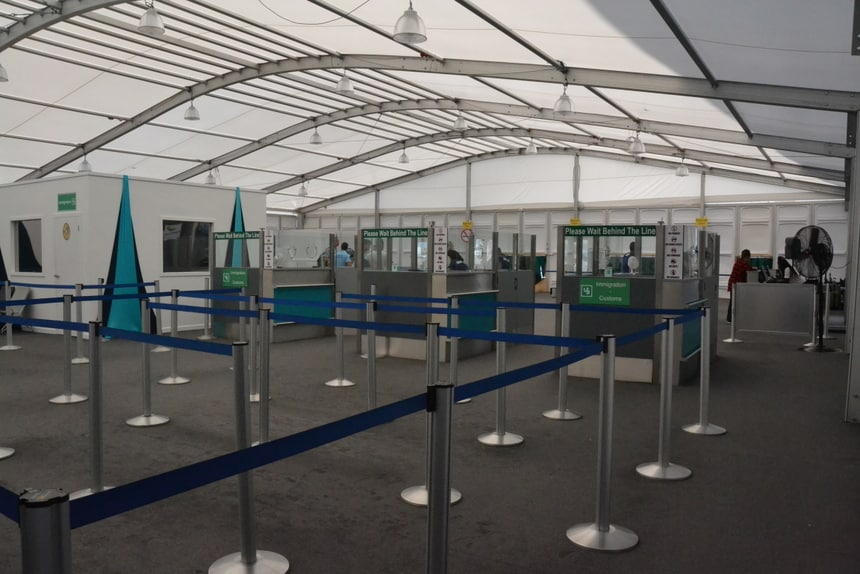 Tijdelijke terminal op de luchthaven van Sint Maarten