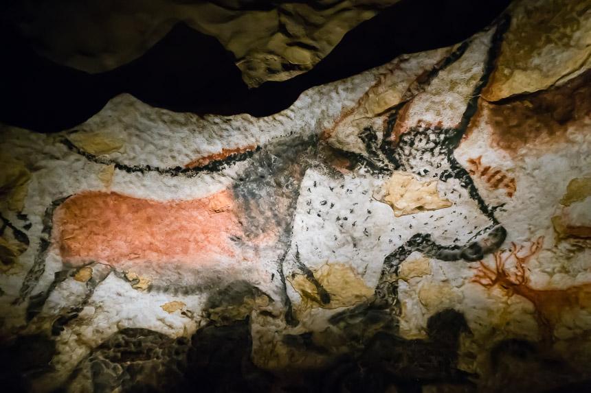 Paard over stier in de grotten van Lascaux