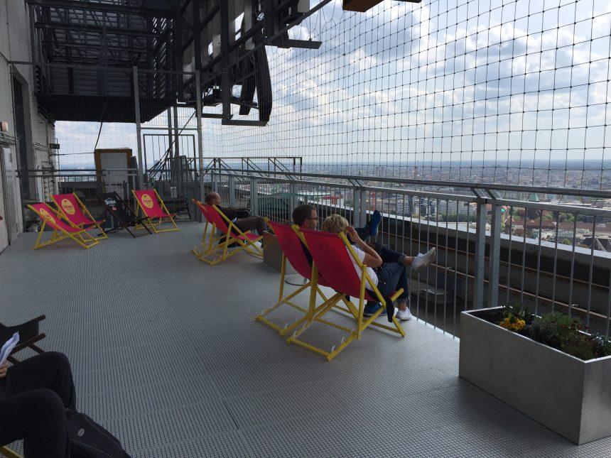 Panoramaterras op het dak van het Park Inn hotel in Berlijn