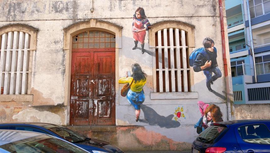 Street Art Portugal - Hier kan ik dus op een bankje uren naar kijken...