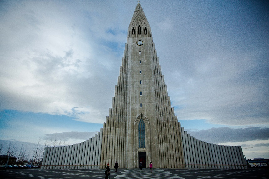 De Hallgrímskirkja kerk is maar liefst 74 meter hoog!