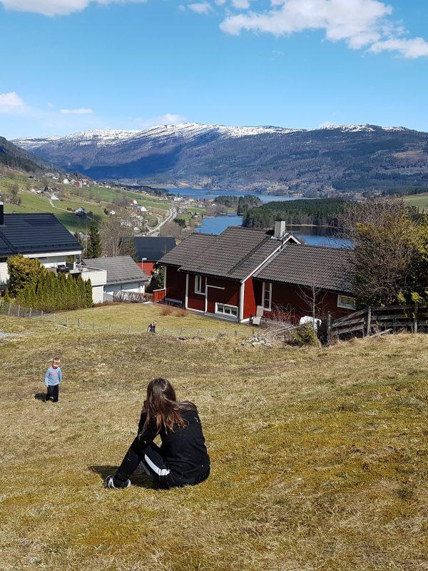 roadtrip fjell en fjord noorwegen