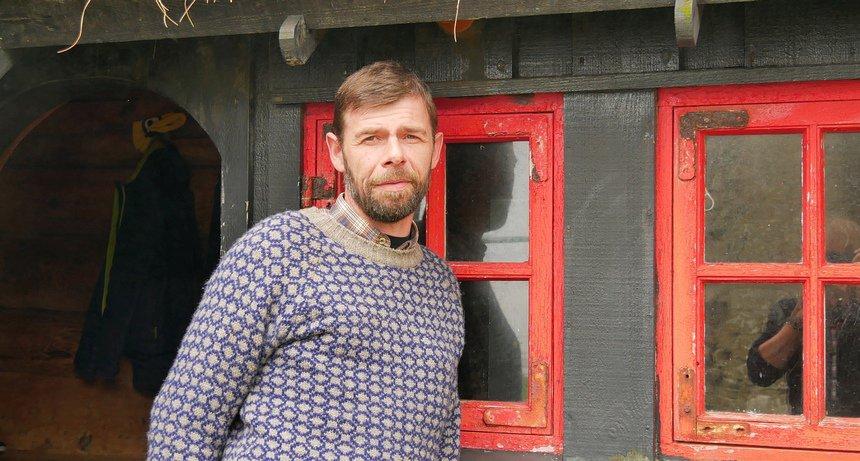 De familie van Jóhannus Patursson bewoont al 17 generaties een oude boerderij in Kirkjubøur.