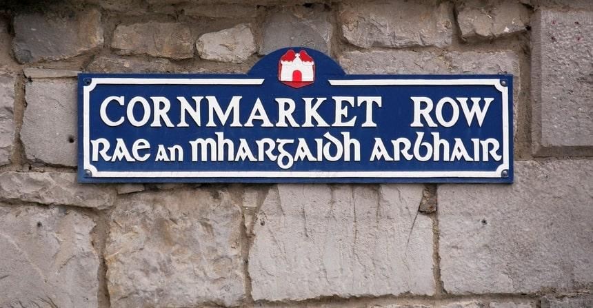 Kom niet aan het Ierse Keltische dialect...