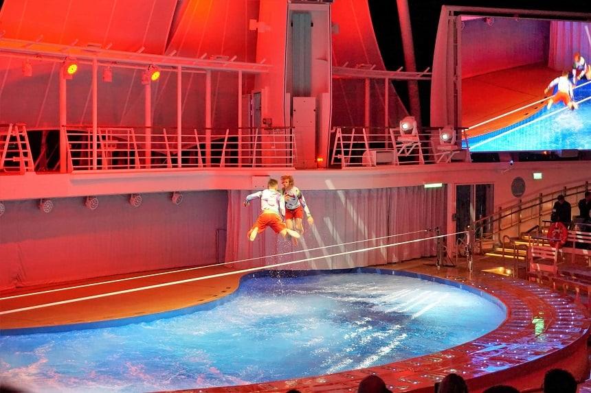 Symphony of the Seas heeft entertainment zeer hoog in het vaandel staan. Door AquaNation worden er prachtige watershows gegeven.
