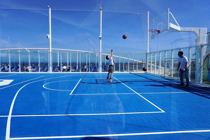 Basketballen aan boord.