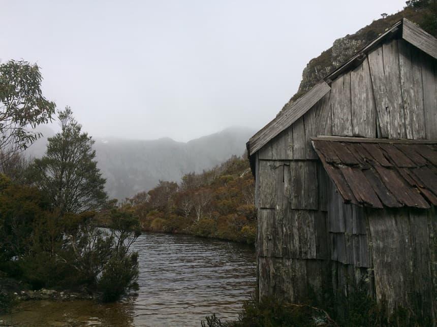 Een van de vele hutjes in het Cradle Mountain-Lake St. Clair National Park