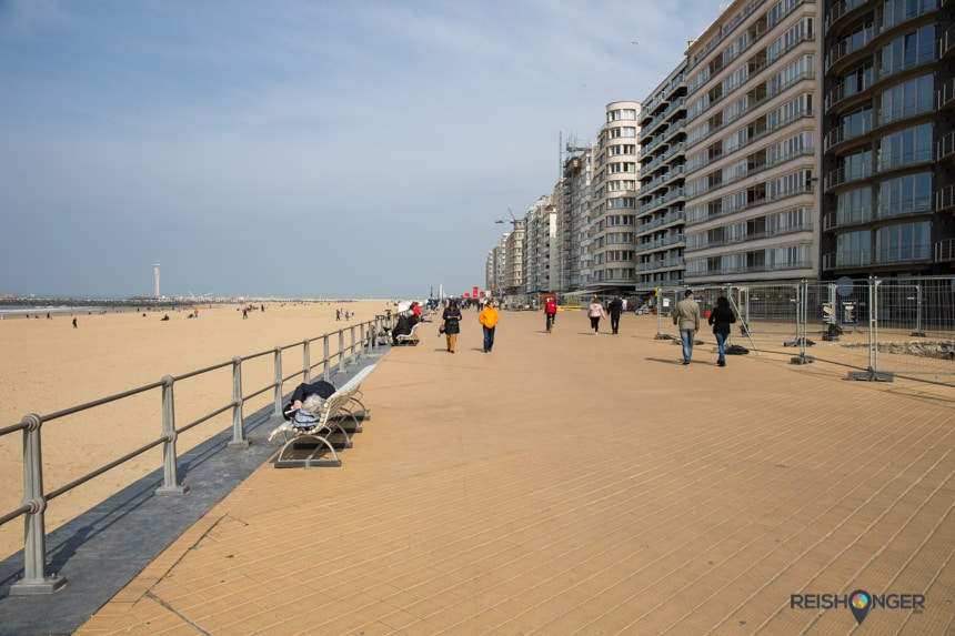 De boulevard van Oostende is breed en langgerekt