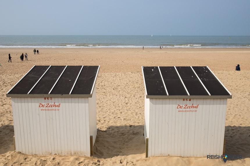 In de zomer is het strand van Oostende grenzend aan het centrum erg populair