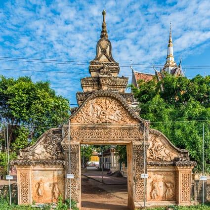 De ingang van Wat Maha Leap