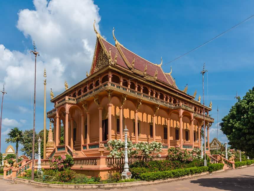 In de omgeving van Chhlong zijn indrukwekkende bouwsels te bewonderen