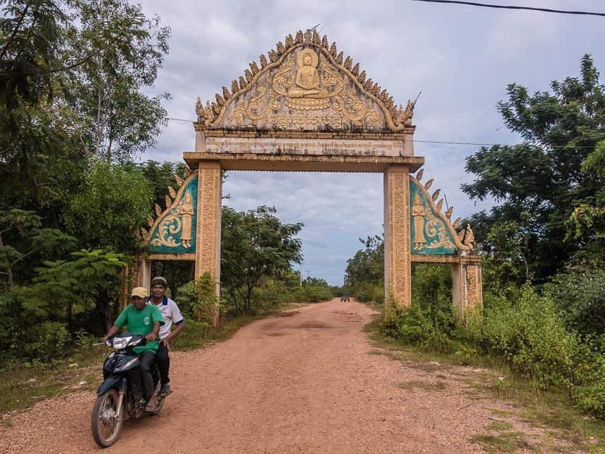 Poorten markeren de weg naar veraf gelegen kloosters
