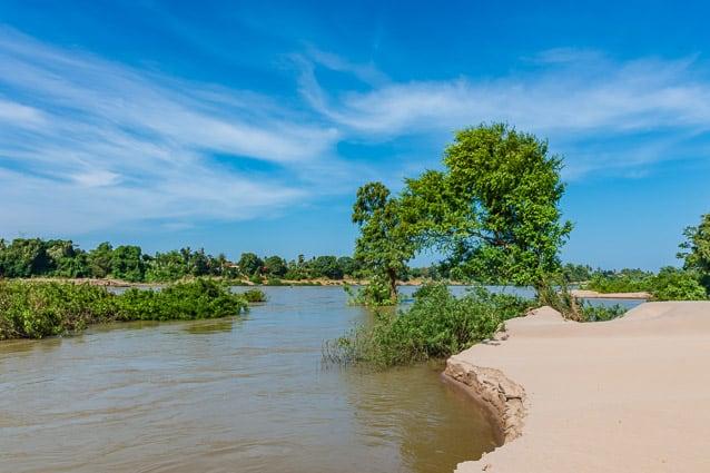Strandjes met fraai zicht over de Mekong