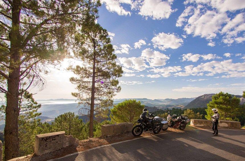 Uitzicht over het stuwmeer in de buurt van Algodonales