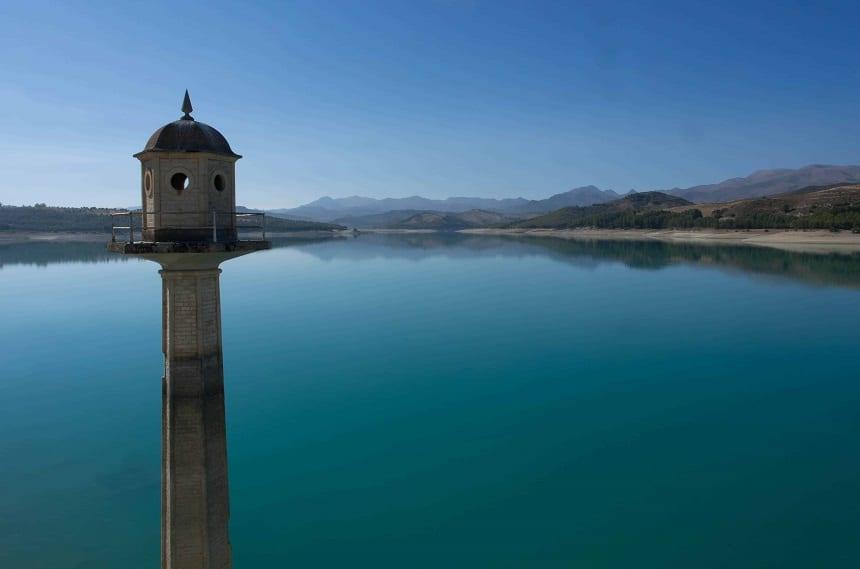 Embalse de Canales, een stuwmeer vlakbij Granada