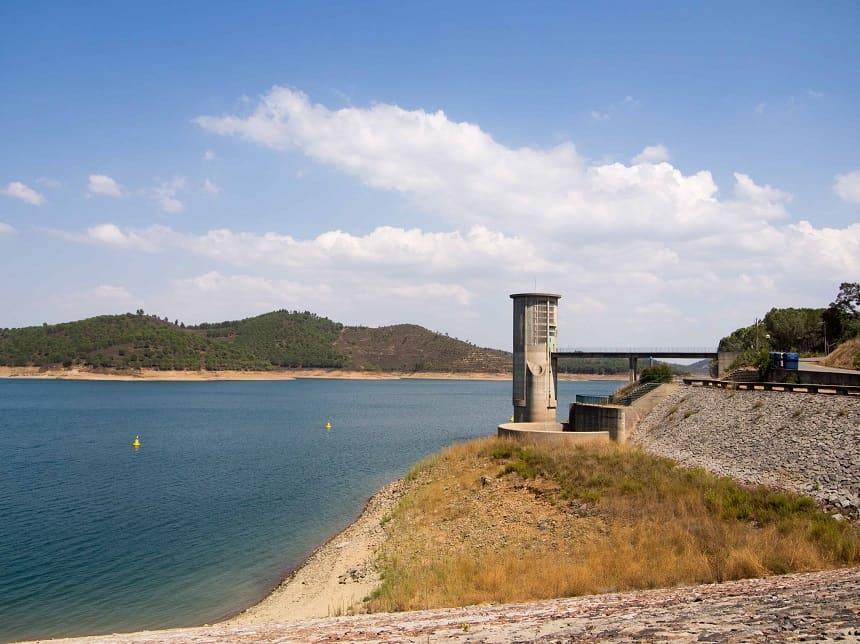 Rond de stuwmeren in het zuiden van Portugal is het koel en groen