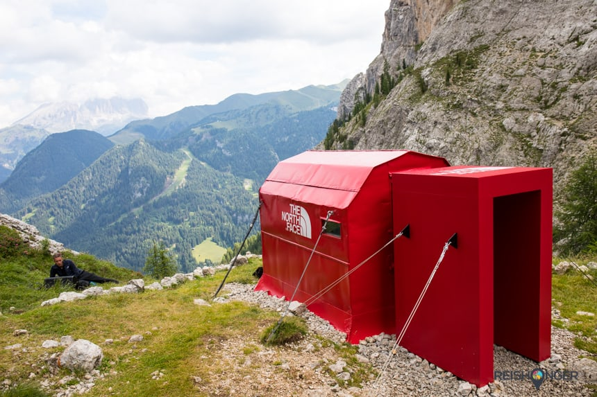 De meest iconische pop-up store ooit van The North Face, gelegen op 2.100 meter hoogte in het hart van de Italiaanse Dolomieten