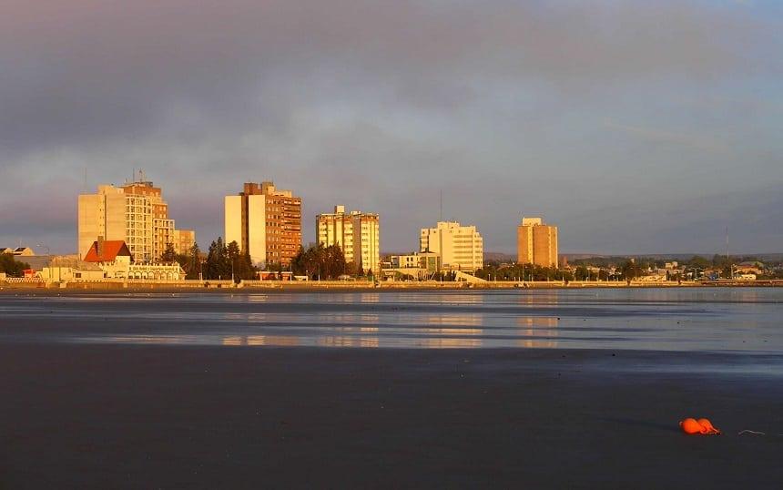 Zicht op Puerto Madryn vanaf het ecologisch museum