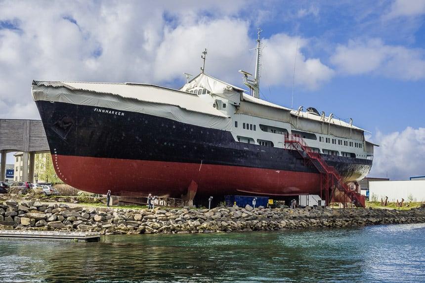Het Hurtigruten schip Finnmarken