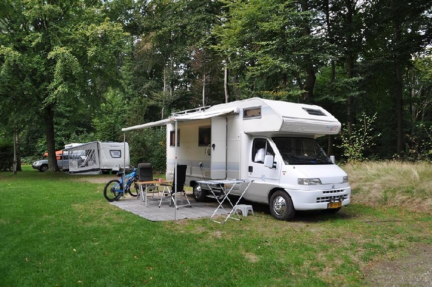 Camperplaats op een camping op de Veluwe