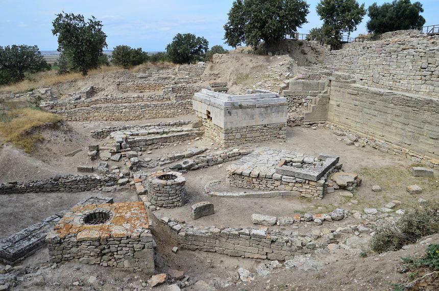 Altaren in Troje
