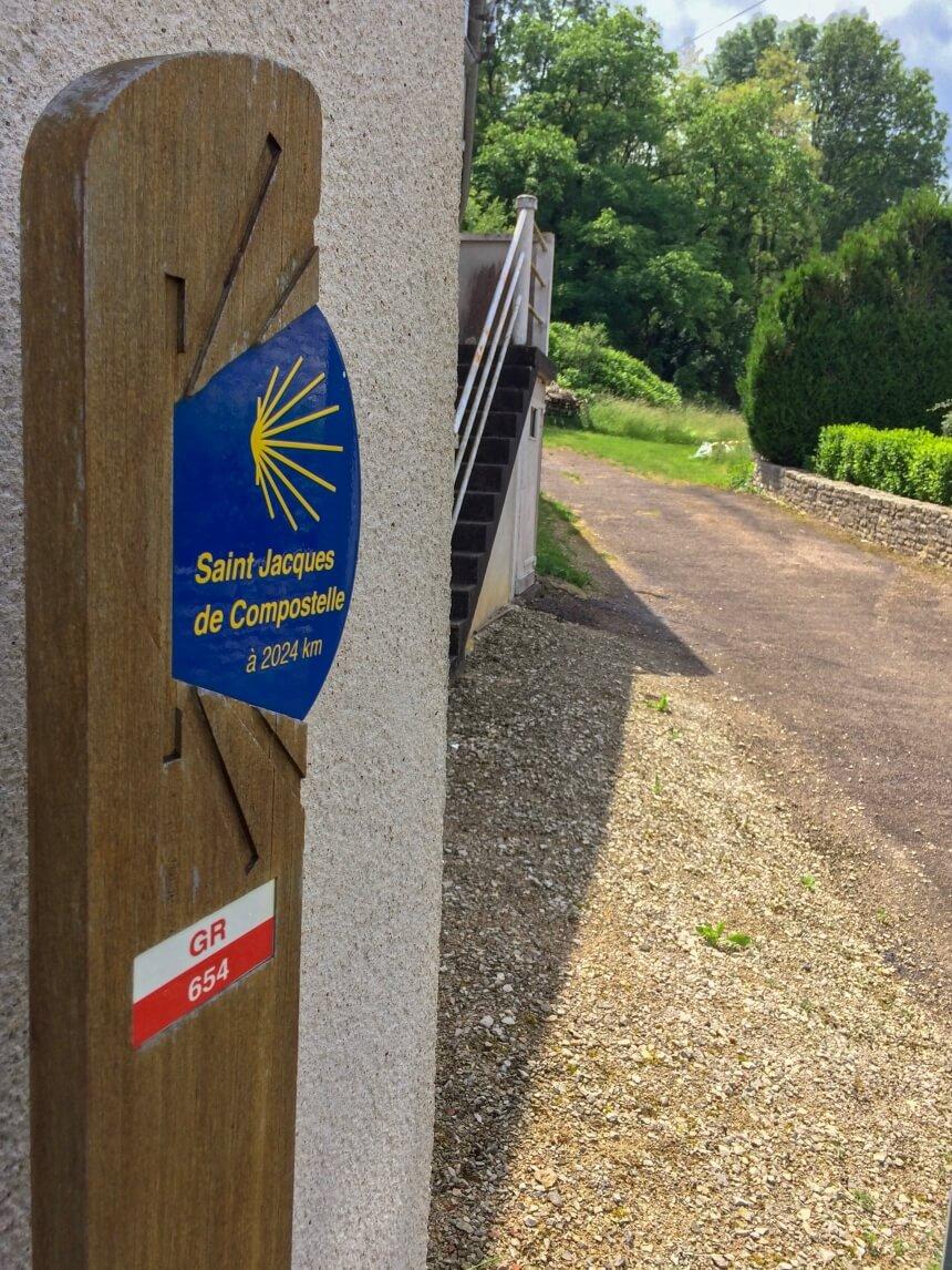 Markeringen Santiago op de Camino naar Vezelay