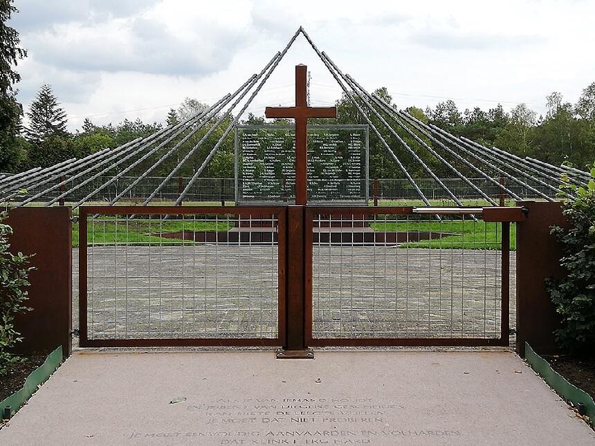 Tweede Wereldoorlog Monument bij De Woeste Hoeve