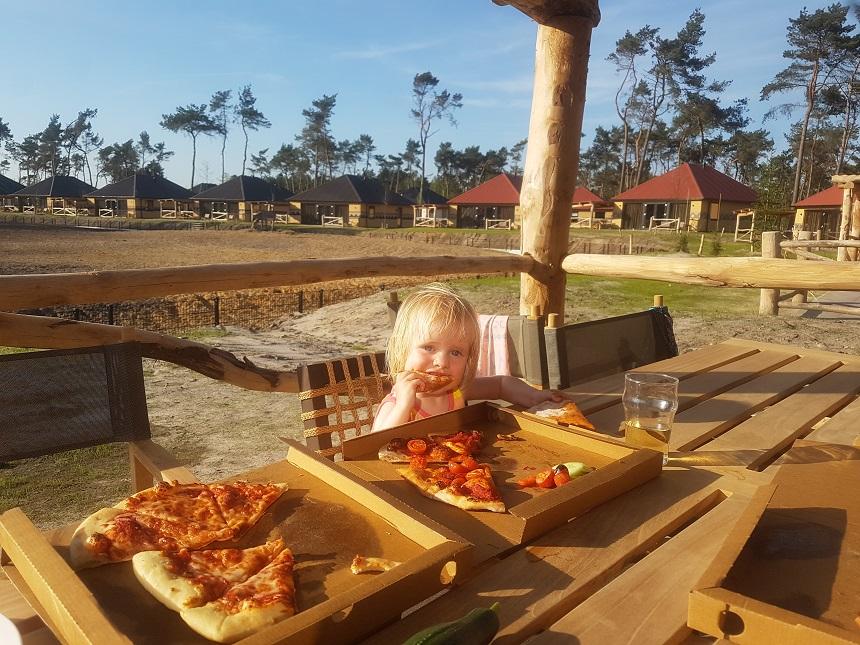 Pizza eten Safari Resort
