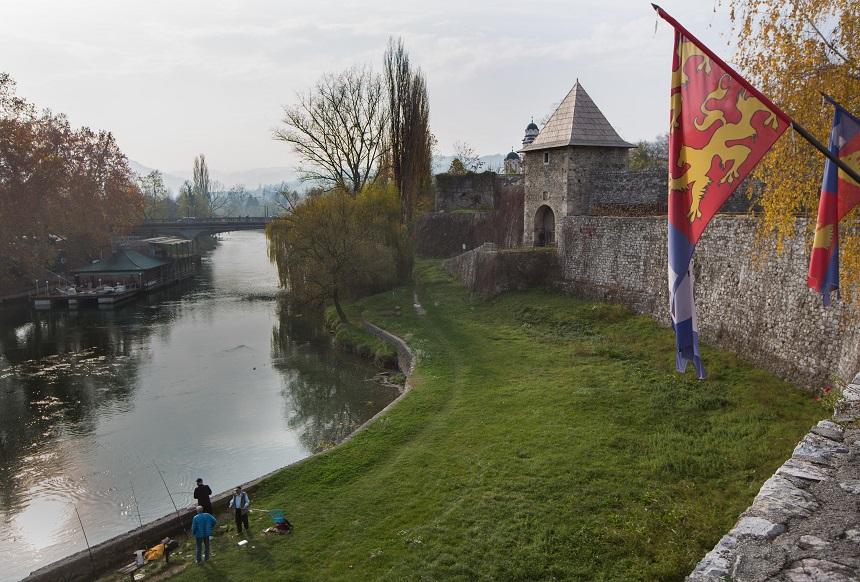 Ford aan de Vrbas rivier in Banja Luka