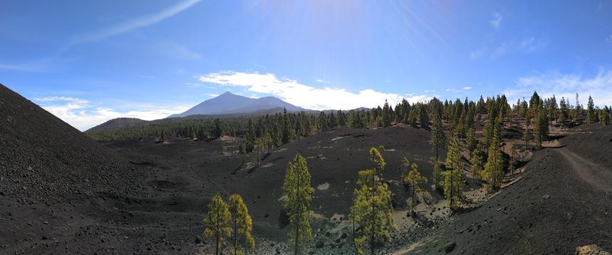 Racefietsen op Tenerife onder de vulkaantop El Teide