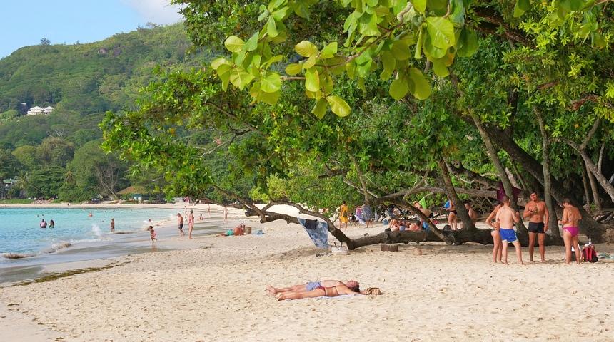 Toeristen hebben de mooiste stranden, en de bevolking de hoogste mate van verslaving aan drugs en alcohol.