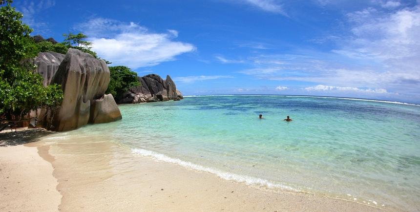 Maar de toeristen laten zich het witte zand makkelijk in de ogen strooien.