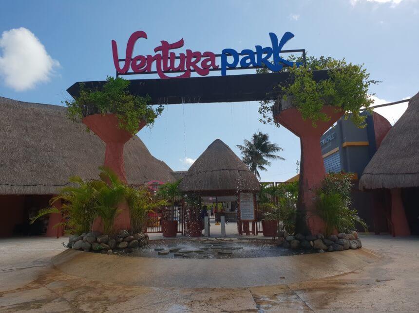 De entree van Ventura Park in Mexico