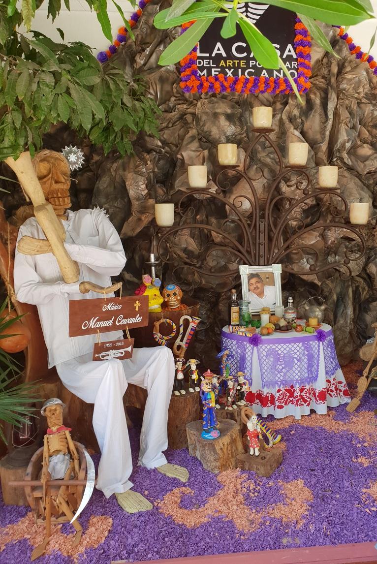 Door de katholieke invloeden van de Spaanse overheersers wordt de 'Dag van de Doden' gevierd op de katholieke feestdagen Allerheiligen en Allerzielen.