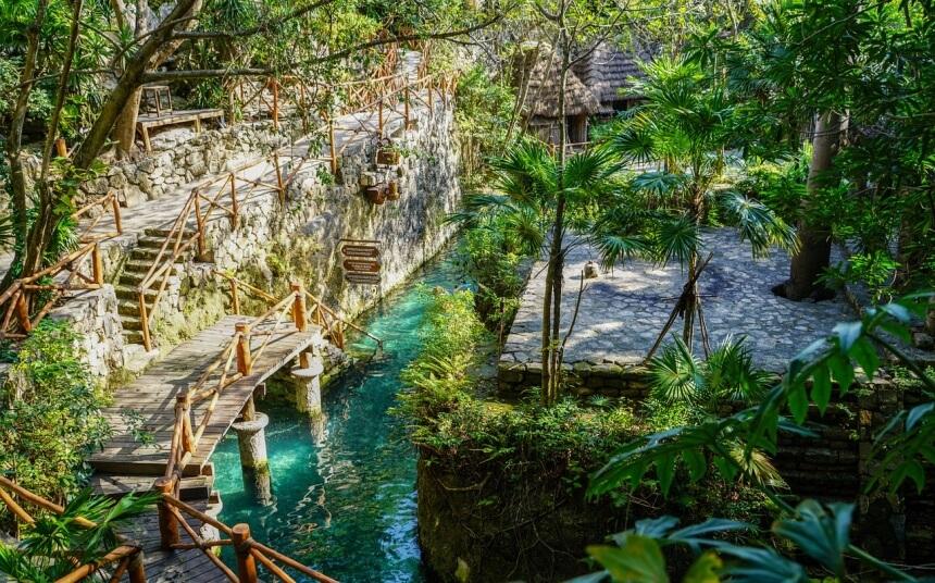 Ondergrondse rivieren in Xcaret in Mexico
